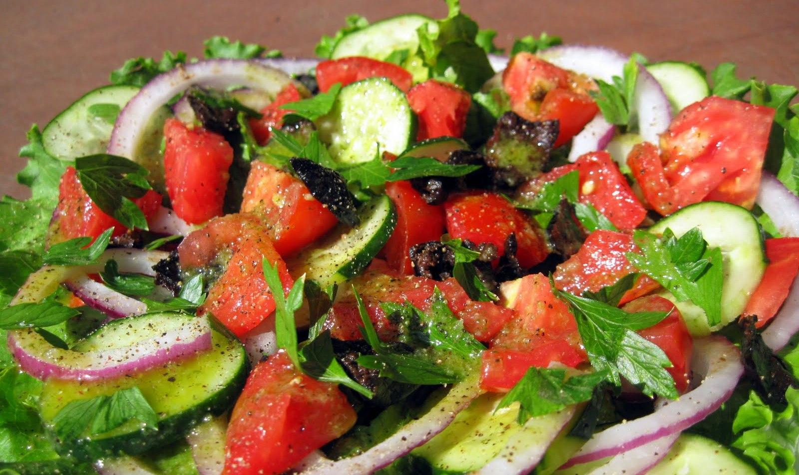 Салат из помидор летний